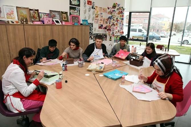 Öğrencilerin Çalışmaları Dar Sokak'ta Görücüye Çıkıyor