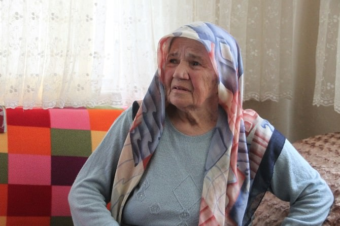 Maskeli Hırsız Yaşlı Kadını Darp Etti