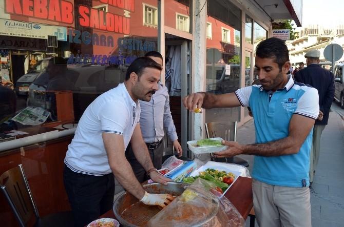 Ramazan'da Çiğ Köfte Ekmek Kapısı Oldu