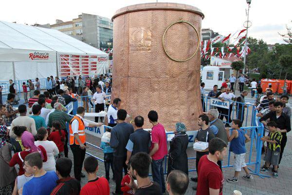 Sultangazi'ye Dev Çorba Kazanı