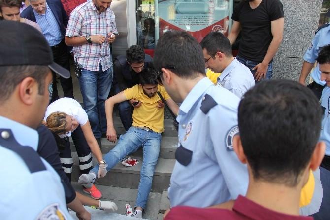 Erzurum'da Yoldan Geçen Üniversiteli Genç Bıçaklandı