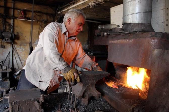 Demir Ustalarının Ramazanda Aşırı Sıcakla Sınavı
