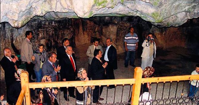 Karacaoğlan'ın sır olduğu mağara