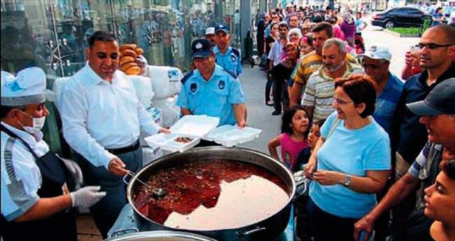 Tarsus Belediyesi'nden 5 bin kişilik iftar sofrası