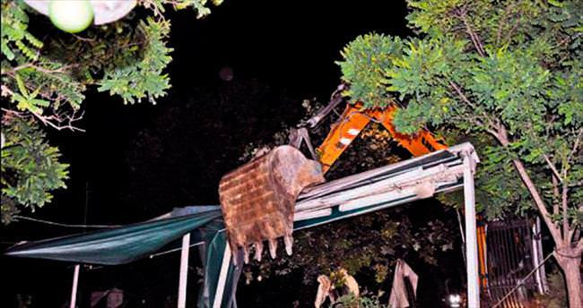Kaçak çay bahçeleri yıkıldı