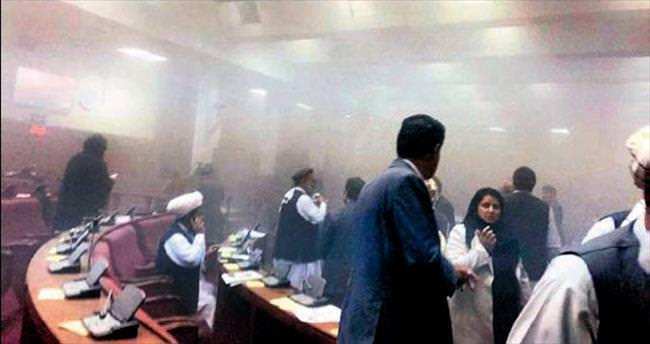 Taliban, parlamento binasını bastı