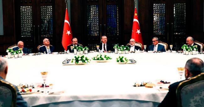 Erdoğan'dan ilim adamlarına iftar