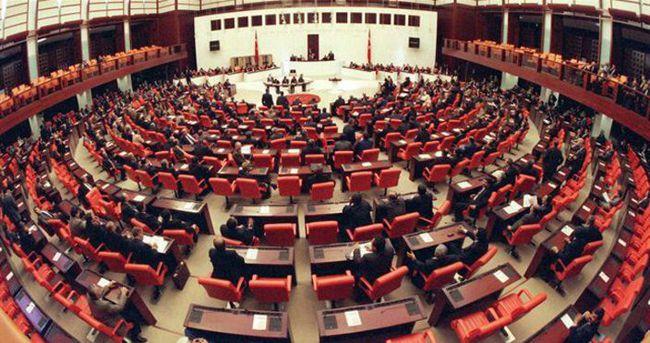 Milletvekilleri yemin ediyor
