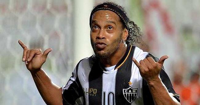 Ronaldinho da geliyor