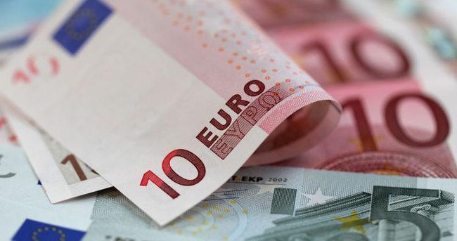 Euro 3 liranın altında!