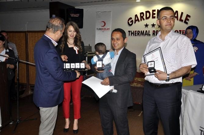 Kızılay'dan 35 Defa Kan Bağışında Bulunan Vatandaşa Altın Madalya