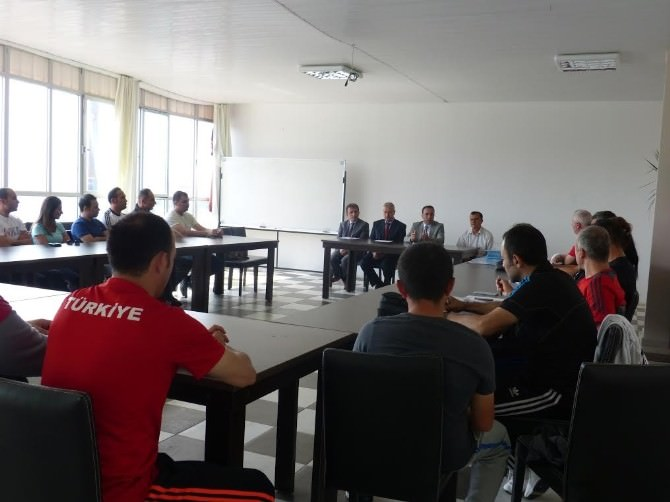 Bilecik Gençlik Hizmetleri Ve Spor İl Müdürlüğünde Antrenörler Toplantısı