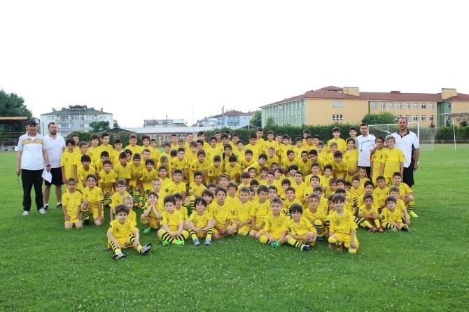 Serdivan Yaz Spor Okulları'nda Genç Yetenekler Yeşil Sahaya İndi