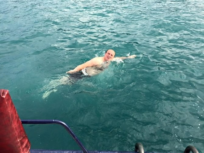 İnebolu'da Başkan Denizde Yüzerek Sezonu Açtı