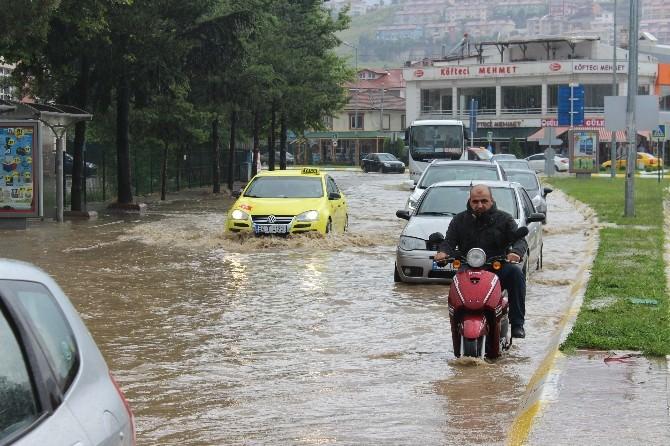 Serdivan'da Yollar Sular Altında Kaldı