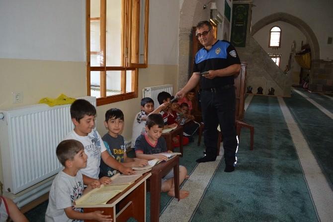 Polisler Kur'an Kurslarını Ziyaret Etti