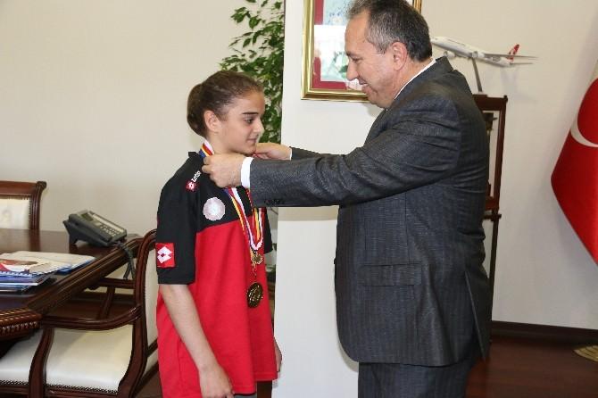 Vali Fidan'dan Balkan Şampiyonu Apaydın'a Altın