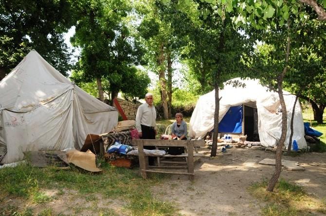 Güler Ailesi Depremden Sonra 4 Yıldır Çadırda Yaşamını Sürdürüyor