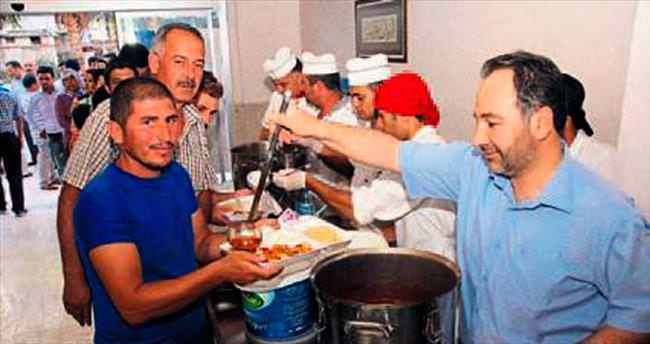 Aş evinden her gün 300 kişilik yemek