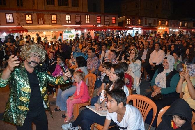 Seksenler Dizisi Oyuncuları Ramazan Sokağını Şenlendirdi