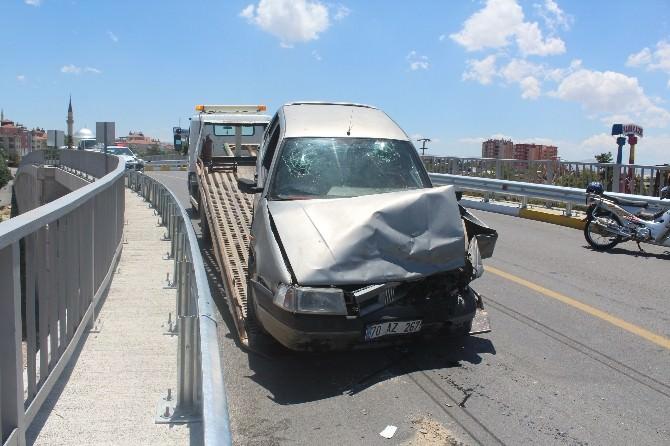 Otomobiller Üst Geçitte Çarpıştı: 2 Yaralı