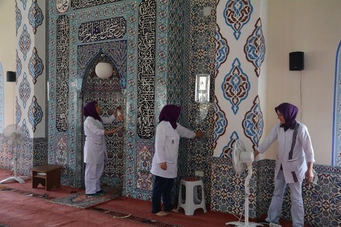 Şehzadeler Belediyesinden Camilere Temizlik Desteği