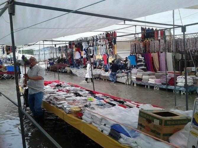 Bozüyük'te Yoğun Yağış Pazarcı Esnafı Ve Vatandaşı Mağdur Etti
