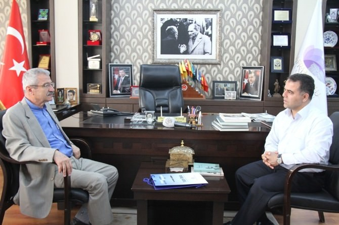 Türkçe Sözlüğün Yazarı Doğan, Başkan Aksoy'u Ziyaret Etti