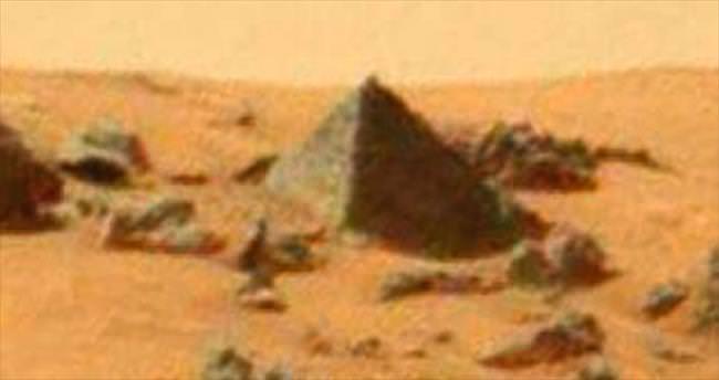 Mars'ta piramit çıktı!