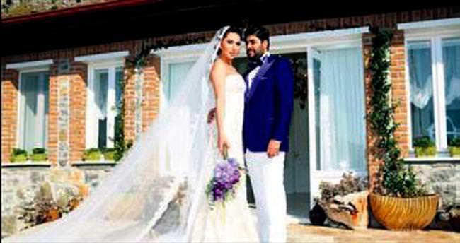 Şarkıcı Ebru Yaşar Marmaris'te evlendi
