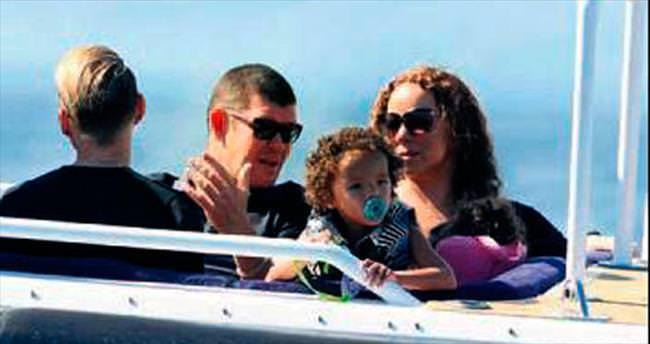 Çocuklarıyla Capri sahilinde