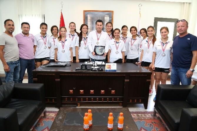 Yalıkavakspor Hentbol Takımı'ndan Başkan Kocadon'a Ziyaret
