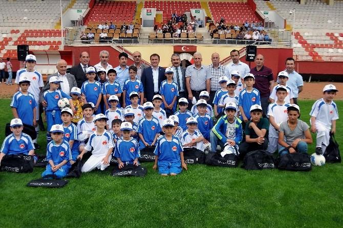 Gümüşhane Belediyesi 'Yaz Futbol Okulu' Açıldı