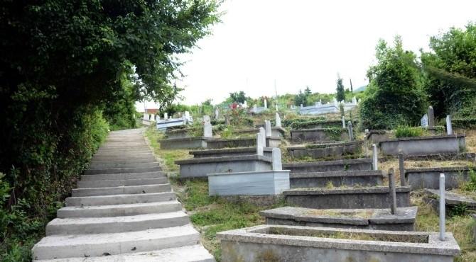 İnebolu'da Mezarlıklar Temizleniyor
