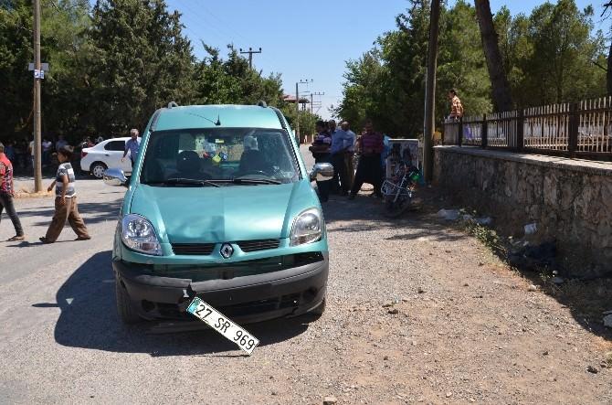 Motosiklet İle Kamyonet Çarpıştı: 2 Yaralı