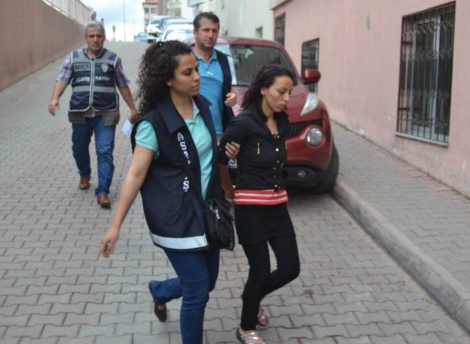 Çocuğunu Döverek Öldüren Anne Ve Sevgilisi Tutuklandı