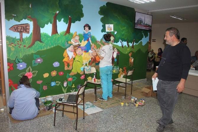 Hastane Duvarlarına Çizgi Film Kahramanlarının Resimleri Çizildi