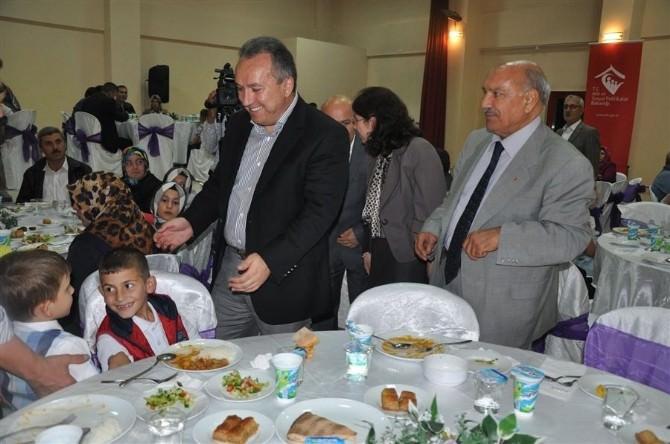 Koruyucu Aileler İftar Yemeğinde Bir Araya Geldi