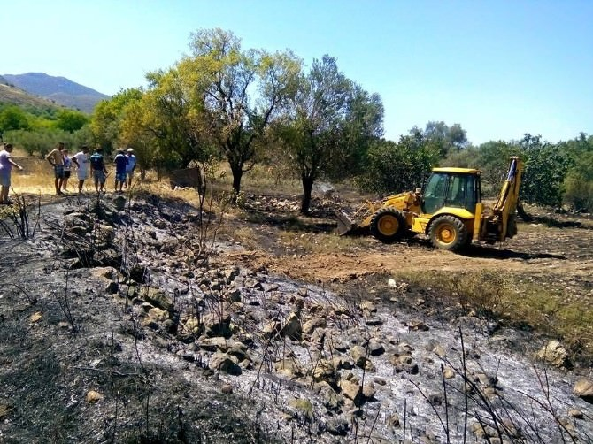 Marmaris'te İki Noktada Çıkan Yangın Büyümeden Söndürüldü