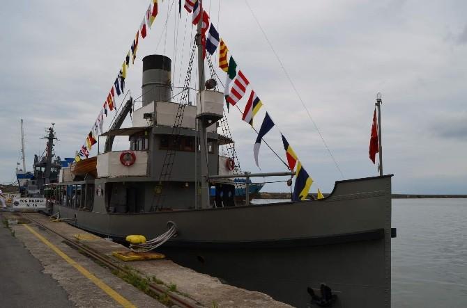 Nusret Mayın Gemisi Trabzon Limanı'na Demir Attı