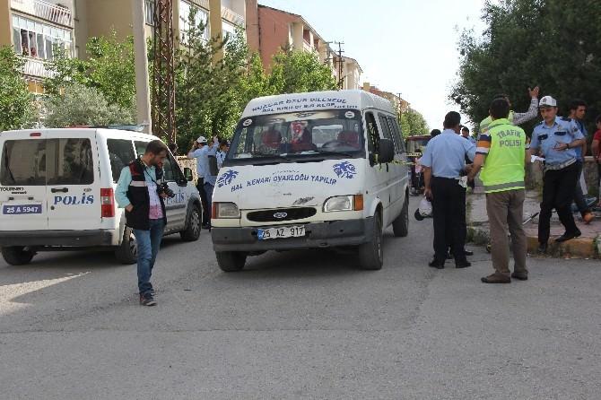 Minibüsün Altında Ezilen Çocuk Ağır Yaralandı