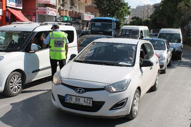 Trafik Polisi Ceza Yazmıyor, Uyarıda Bulunuyor