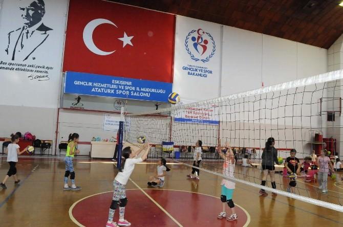 Yaz Spor Okullarında Voleybola Yoğun İlgi