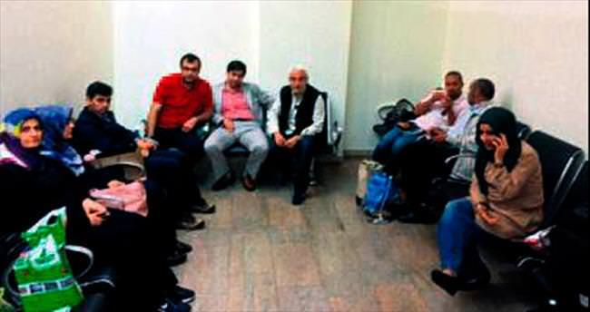 Türk gazeteciler İsrail'de alıkonuldu