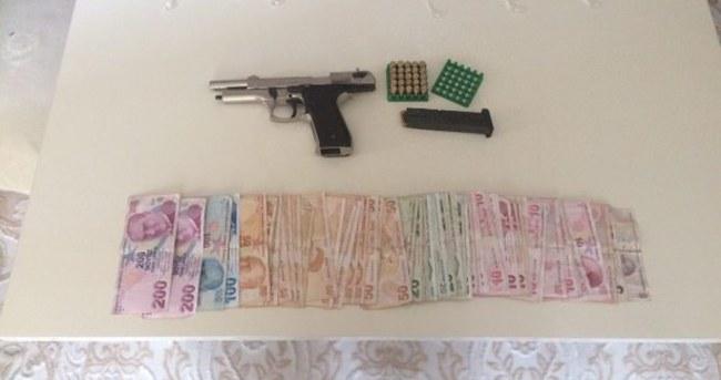 Hırsızlar paraları sayarken yakalandı!