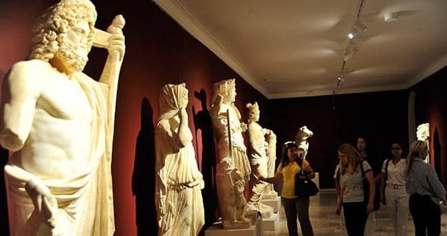 Perge'de son 3 yılda 13 heykel bulundu