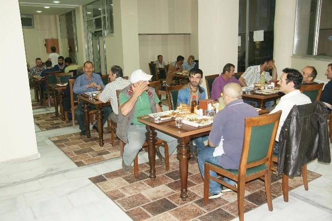 Akyazı Belediyesi Aşevi'nde Halk İftarları Devam Ediyor