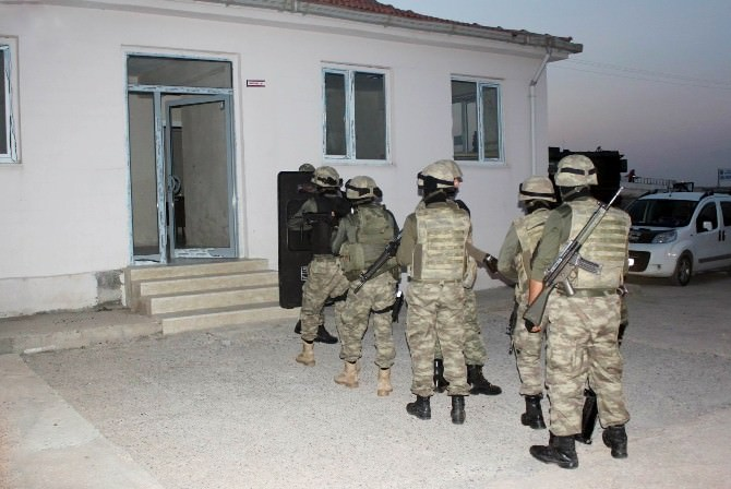 Diyarbakır'da Haraç Toplayan Bölücü Terör Örgütü Üyelerine Operasyon