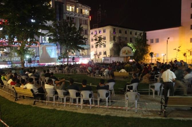 İpekyolu Belediyesi'nden Açık Hava Film Gösterimi