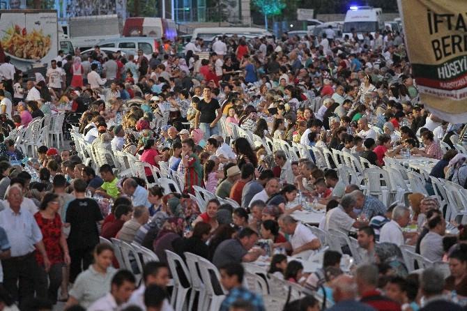 Karşıyaka'da 5 Bin Kişilik İftar Yemeği
